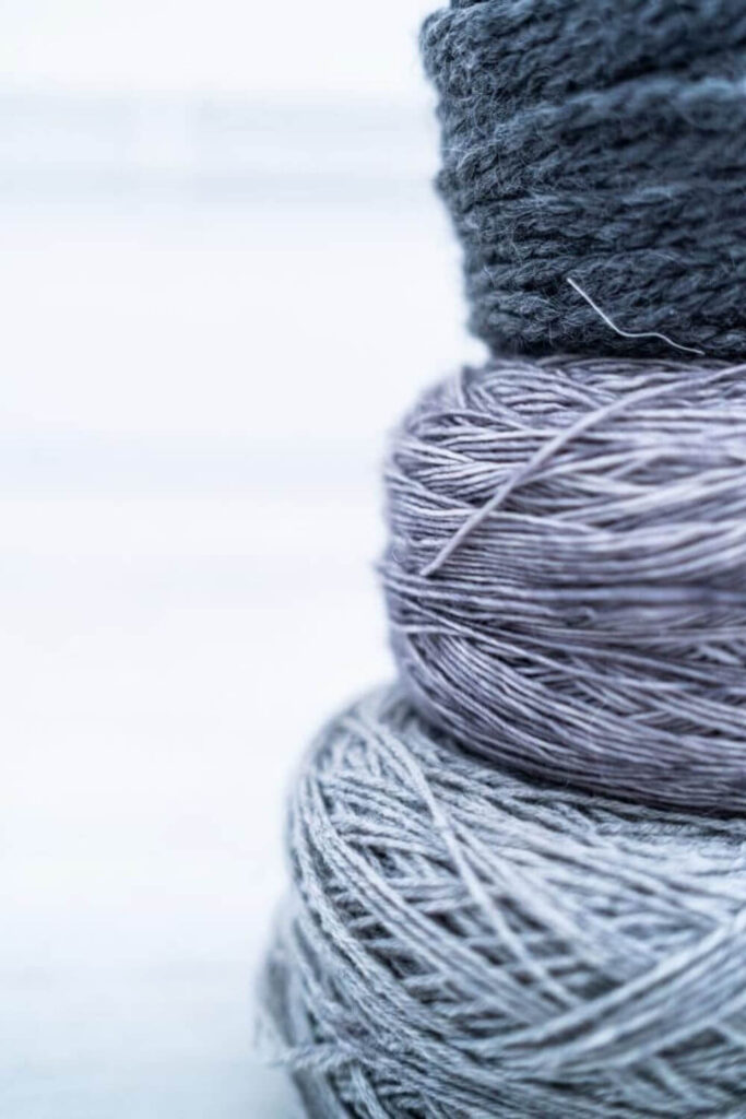 What is linen? It's a sustainable fabric that becomes a super-sustainable fabric when grown and produced in a responsible and ethical way. Photo by Les Triconautes on Unsplash #whatislinen #sustainablejungle