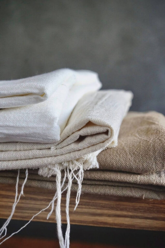 What is linen? It's a sustainable fabric that becomes a super-sustainable fabric when grown and produced in a responsible and ethical way. Photo by Maite Oñate on Unsplash #whatislinen #sustainablejungle