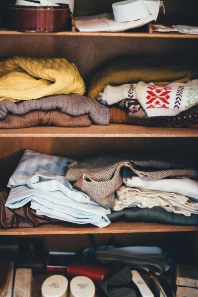 In need of a closet purge? Tired of a worn-out wardrobe? At some point, we're faced with the question of what to do with old clothes.  Image by Annie Spratt on Unsplash #whattodowitholdclothes #sustainablejungle