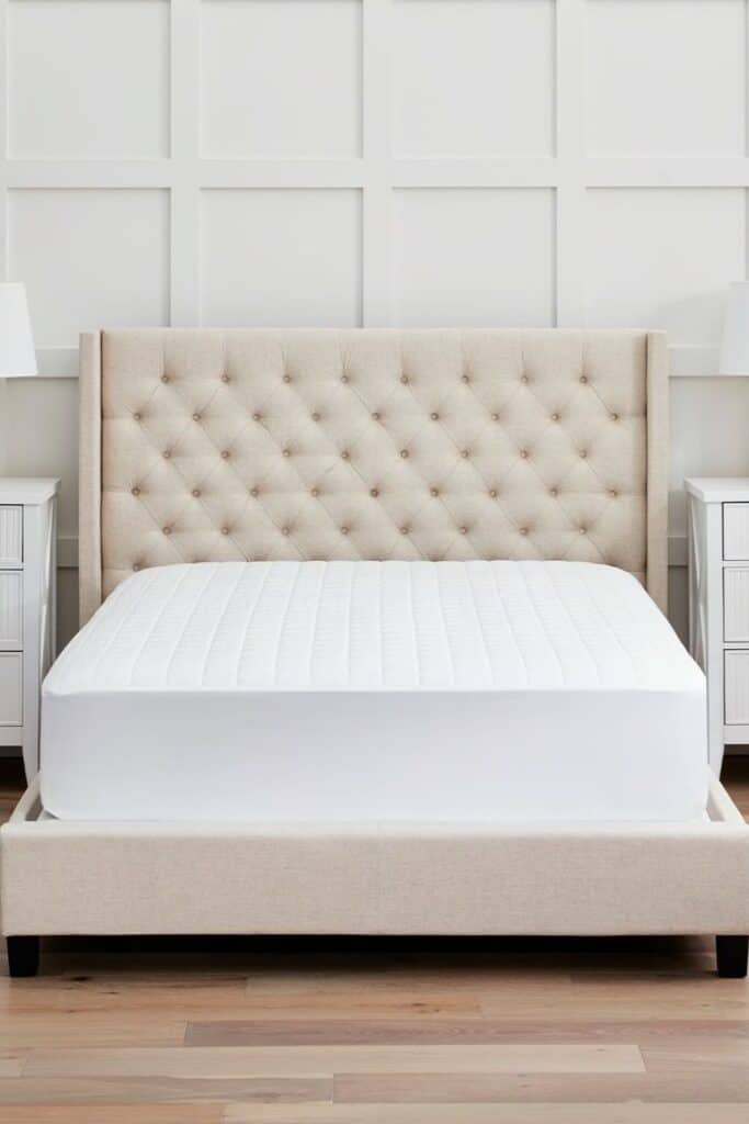 A good natural and organic mattress protector protects you (from dust mites and bacteria), your mattress (from excessive wear and tear), and the planet (from harsh toxins and synthetic materials).  Image by Boll & Branch #organicmattressprotector #naturalmattressprotector #sustainablejungle