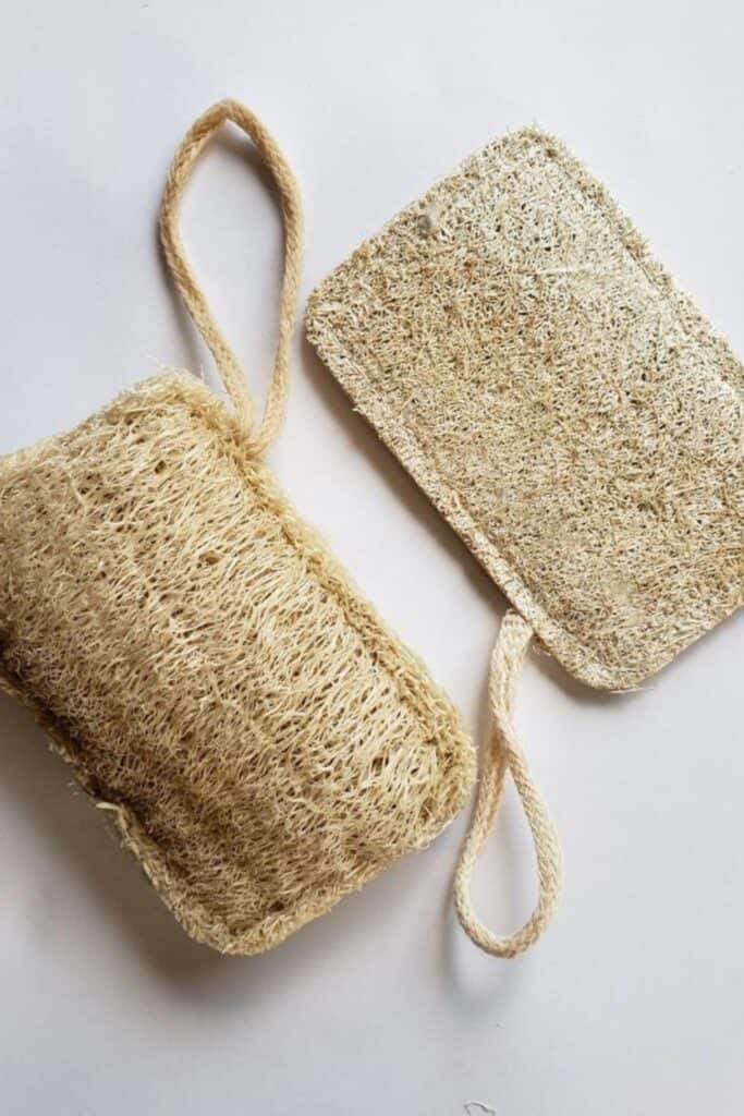 Why scrub with synthetic materials when there are sustainable loofah alternatives that are just as effective and affordable (and won't result in microplastic pollution)?  Image by Brooklyn Made Natural #loofahalternatives #ecofriendlyloofah #nonplasticloofah #sustainableloofah #sustainablejungle