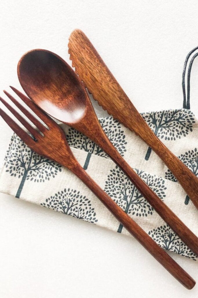 Sustainable and eco friendly cutlery not only look better and feel better, but they're not taking a bite out of the planet every time you do the same. Image by SmileBoutiques #ecofriendlycutlery #sustainablecutlery #sustainablejungle