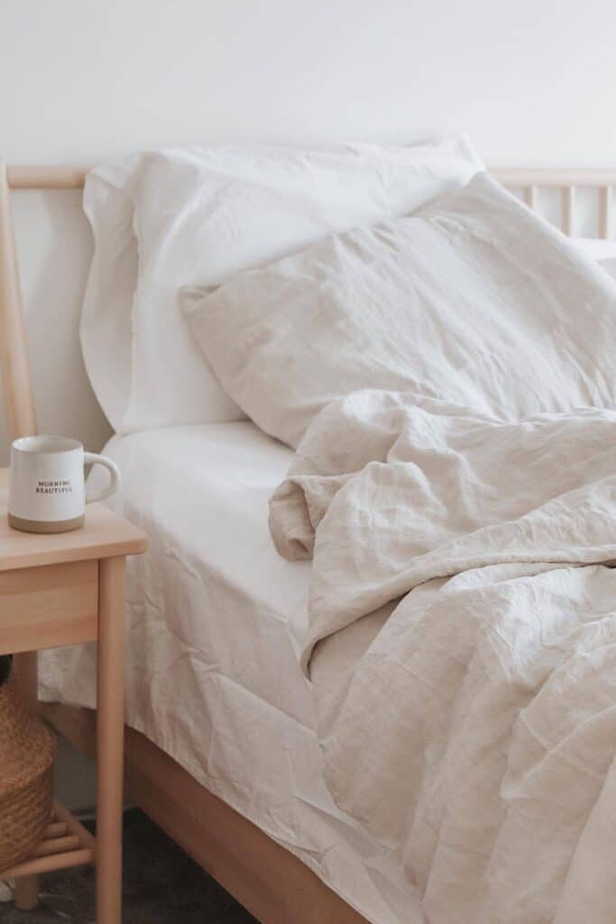 A good natural and organic mattress protector protects you (from dust mites and bacteria), your mattress (from excessive wear and tear), and the planet (from harsh toxins and synthetic materials).  Image by Parachute #organicmattressprotector #naturalmattressprotector #sustainablejungle