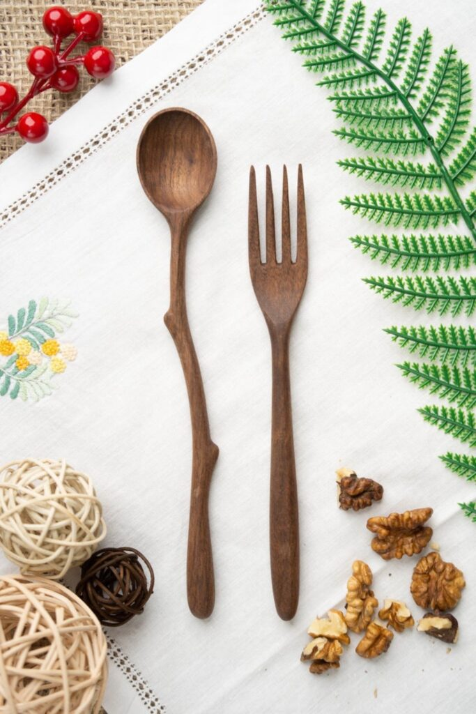Sustainable and eco friendly cutlery not only look better and feel better, but they're not taking a bite out of the planet every time you do the same. Image by Luala Silk #ecofriendlycutlery #sustainablecutlery #sustainablejungle