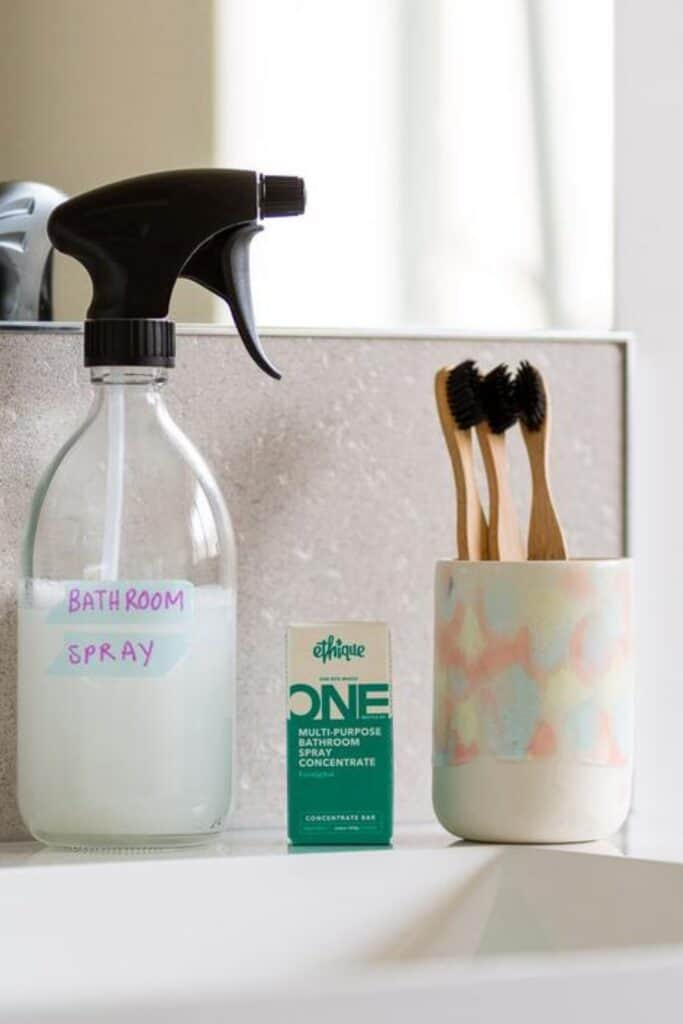 Conventional cleaning products may bring instant shine, but they ironically contribute to toxic waste and plastic pollution. Which is why it's critical to use truly  eco friendly cleaning products. Image by Ethique #ecofriendlycleaningproducts #naturalcleaningproducts #sustainablejungle