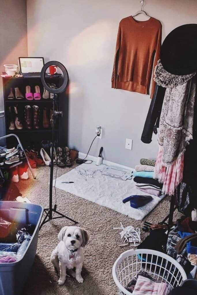 In need of a closet purge? Tired of a worn-out wardrobe? At some point, we're faced with the question of what to do with old clothes.  Image by Poshmark #whattodowitholdclothes #sustainablejungle