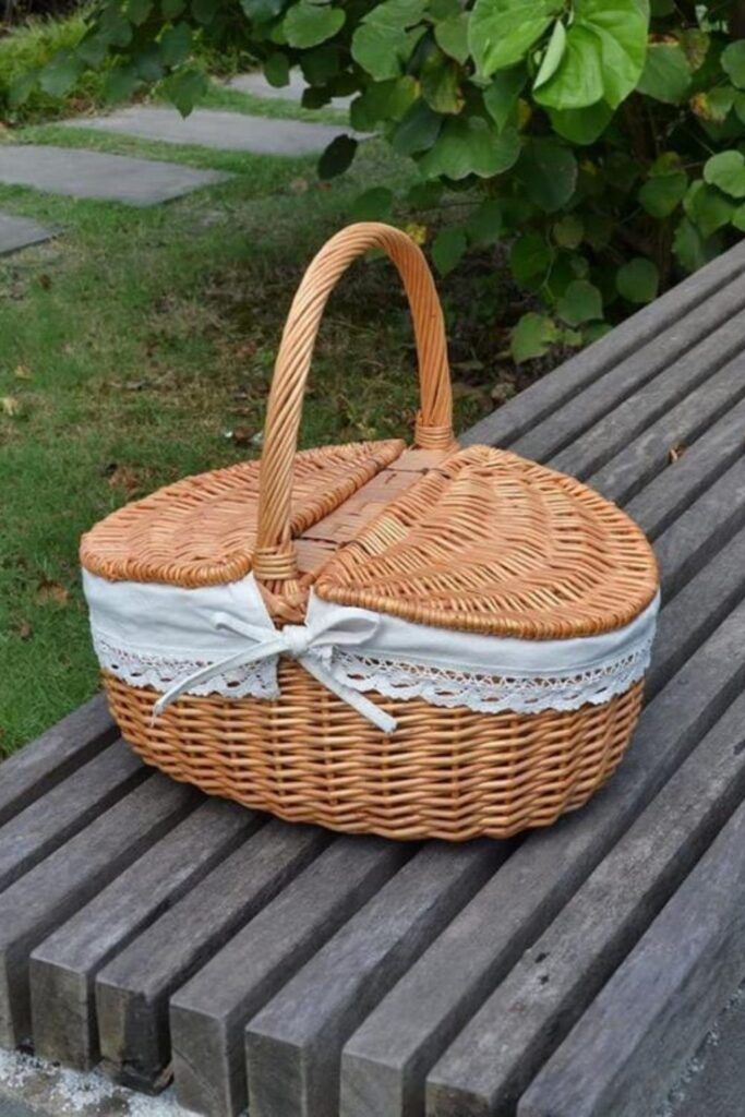 To truly enjoy the great outdoors, we should all do our part to protect them. And that goes for all stages of the picnicking process, from meal planning to packing it all up in an eco friendly picnic basket. Image by Metrovicshop (Etsy Vintage) #ecofriendlypicnicbaskets #sustainablepicnicbaskets #ecofriendlypicnic