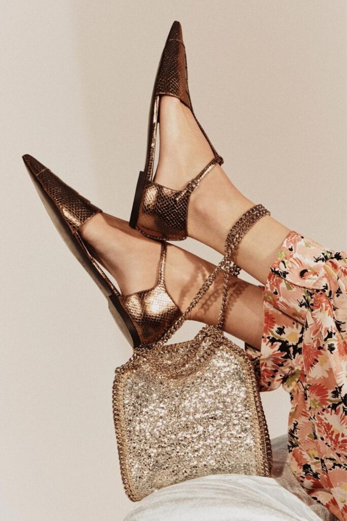 The vegan footwear market is growing, so even if you feel like Cinderella looking for the animal-free equivalent of a glass slipper, these vegan shoe brands can help. Image by Stella McCartney #veganshoes #veganshoebrands #bestveganshoebrands #bestveganshoes #sustainablejungle