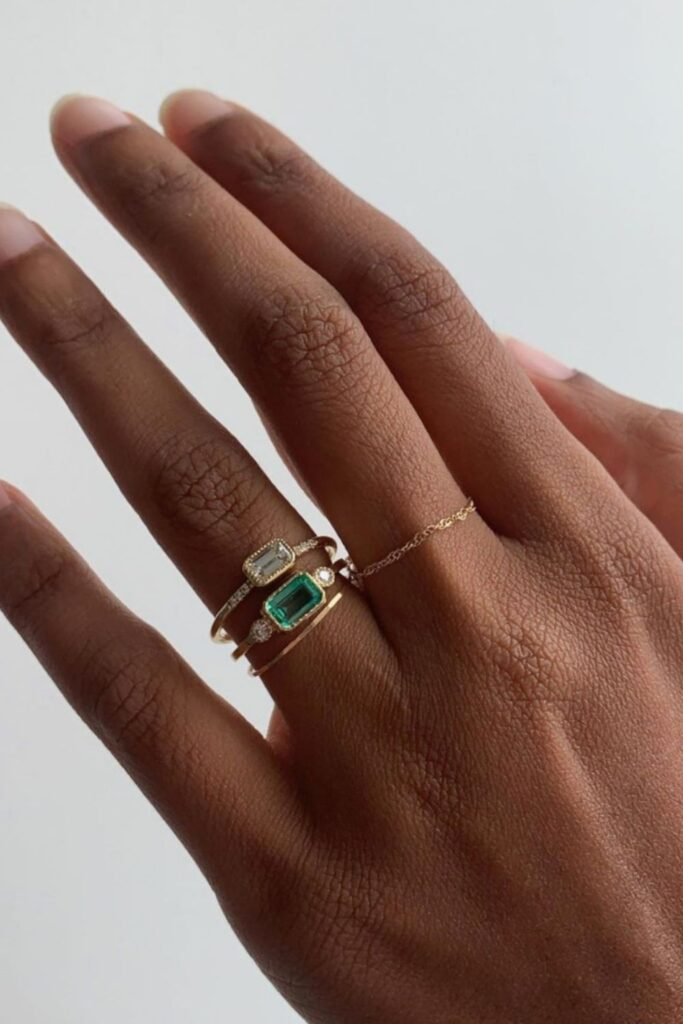 These makers of eco friendly and ethical engagement rings show transparency, socially-responsible sourcing, and sustainable materials that make diamonds shine all the brighter. Image by Catbird #ethicalengagementrings #sustainablejungle