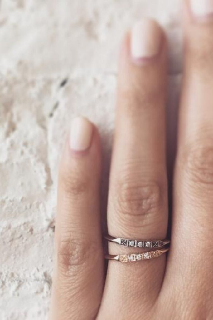 To spare you the wedding day jitters, we've dug deep in the treasure chest of the internet to pull out the top sustainable and eco friendly wedding rings worth tying the knot with. Image by Erica Weiner #sustainableweddingrings #sustainablejungle