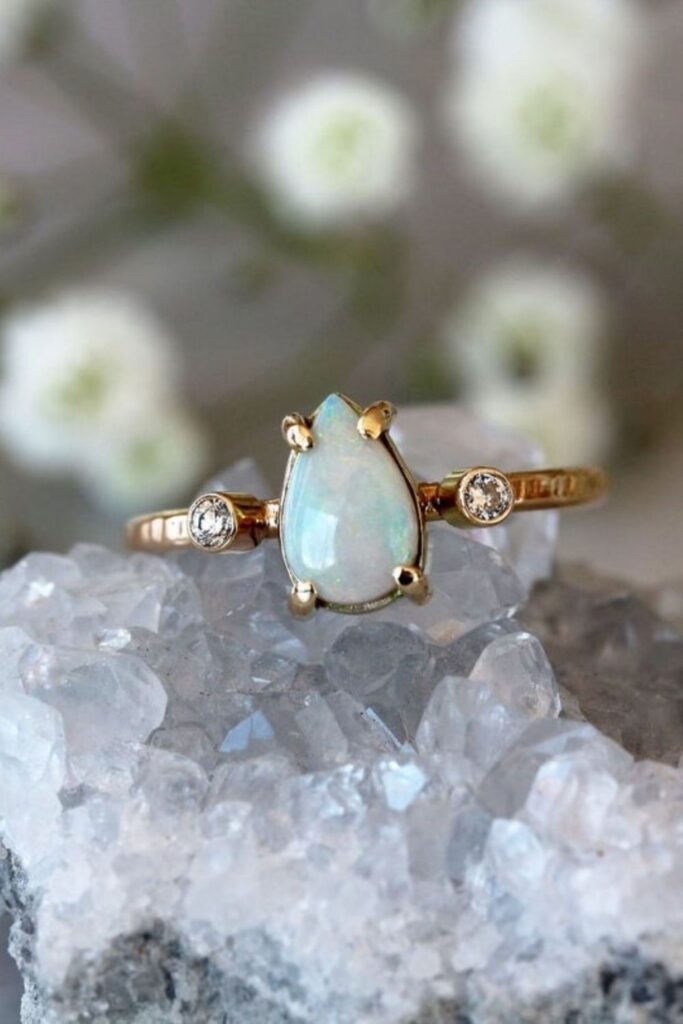 These makers of eco friendly and ethical engagement rings show transparency, socially-responsible sourcing, and sustainable materials that make diamonds shine all the brighter. Image by Shop Clementine on Etsy #ethicalengagementrings #sustainablejungle
