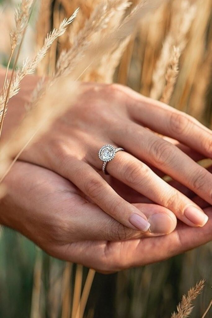 These makers of eco friendly and ethical engagement rings show transparency, socially-responsible sourcing, and sustainable materials that make diamonds shine all the brighter. Image by Taylor & Hart #ethicalengagementrings #sustainablejungle