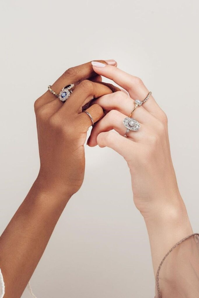 These makers of eco friendly and ethical engagement rings show transparency, socially-responsible sourcing, and sustainable materials that make diamonds shine all the brighter. Image by Trumpet & Horn #ethicalengagementrings #sustainablejungle