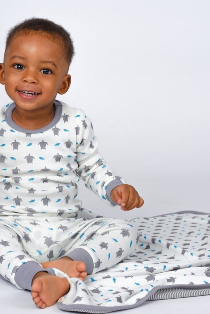 Oh baby! Let's talk onesies, bodysuits, and cute baby outfits that won't break the bank or planet. In other words, let's talk: affordable organic baby clothes. Image by Jazzy Organics #affordableorganicbabyclothes #affordableorganicbabyclothing #gotsbabyclothes #sustainableaffordableorganicbabyclothing #sustainablejungle
