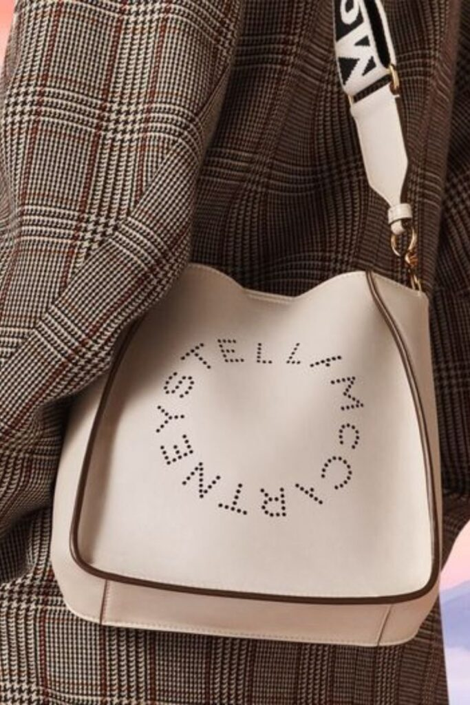 These conscious brands making vegan handbags and purses demonstrate nothing needs to die so we can accessorize. To-die-for is just an expression, after all! Image by Stella McCartney #veganhandbags #luxuryveganhandbags #veganhandbagbrands #veganpurses #veganpursesbrands #bestveganpurses #veganbags #sustainablejungle