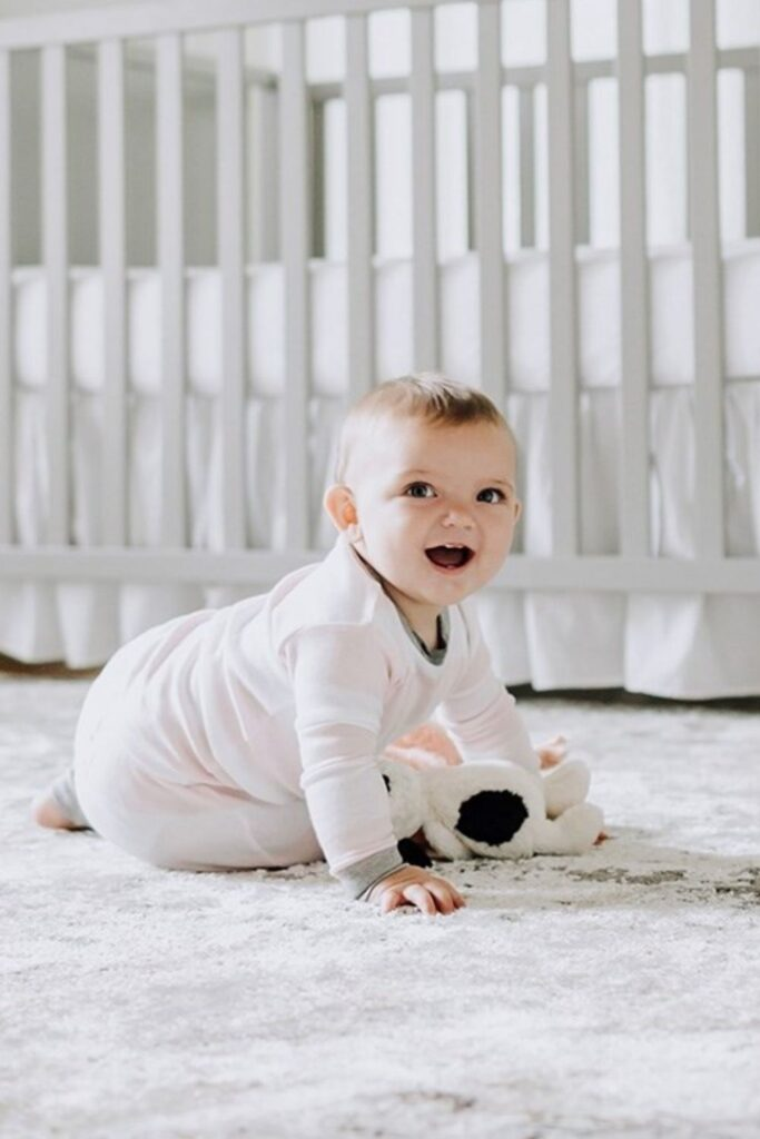 Oh baby! Let's talk onesies, bodysuits, and cute baby outfits that won't break the bank or planet. In other words, let's talk: affordable organic baby clothes. Image by Burts Bees Baby #affordableorganicbabyclothes #affordableorganicbabyclothing #gotsbabyclothes #sustainableaffordableorganicbabyclothing #sustainablejungle