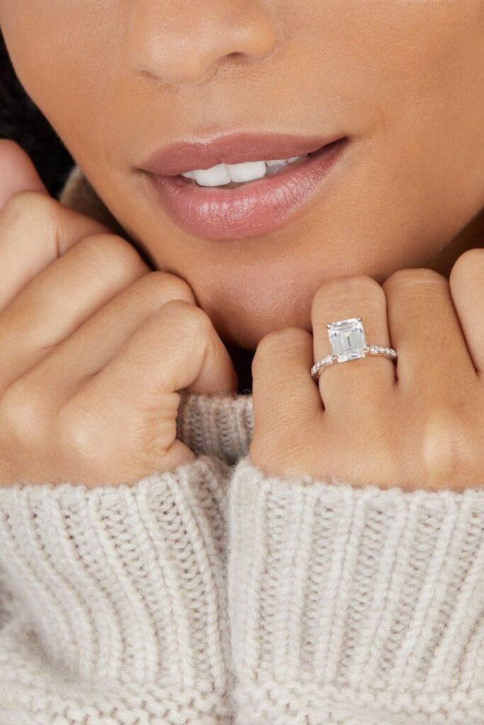 These makers of eco friendly and ethical engagement rings show transparency, socially-responsible sourcing, and sustainable materials that make diamonds shine all the brighter. Image by Great Heights #ethicalengagementrings #sustainablejungle