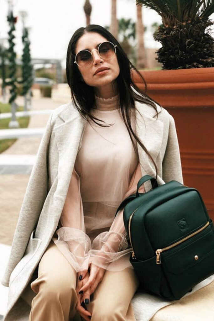 These conscious brands making vegan handbags and purses demonstrate nothing needs to die so we can accessorize. To-die-for is just an expression, after all! Image by White Rhino #veganhandbags #luxuryveganhandbags #veganhandbagbrands #veganpurses #veganpursesbrands #bestveganpurses #veganbags #sustainablejungle