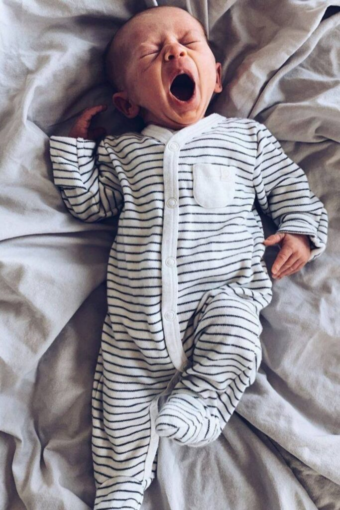 Oh baby! Let's talk onesies, bodysuits, and cute baby outfits that won't break the bank or planet. In other words, let's talk: affordable organic baby clothes. Image by MORI #affordableorganicbabyclothes #affordableorganicbabyclothing #gotsbabyclothes #sustainableaffordableorganicbabyclothing #sustainablejungle