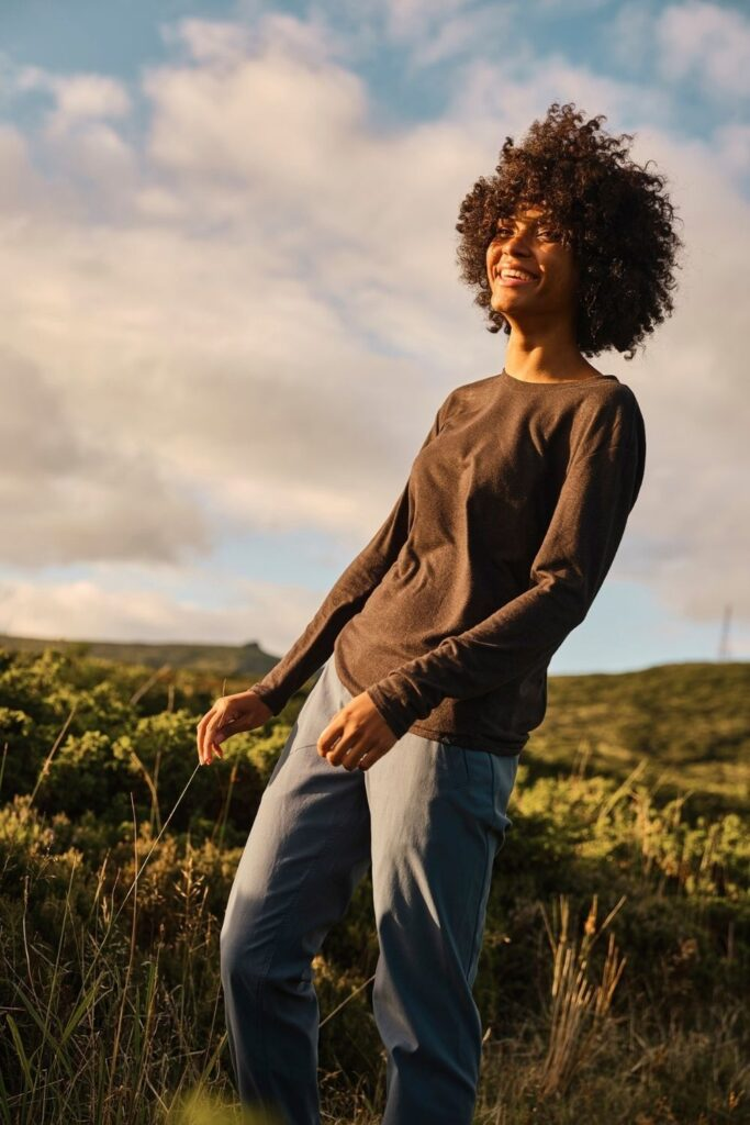 When we're rolling out camp clothes for our next big adventure, we prefer sustainable outdoor clothing made of natural and eco friendly materials. Image by prAna #sustainableoutdoorclothing #sustainableoutdoorclothingbrands #sustainableoutdoorclothingcompanies #ethicaloutdoorclothing #ecofriendlyoutdoorclothing #sustainablejungle