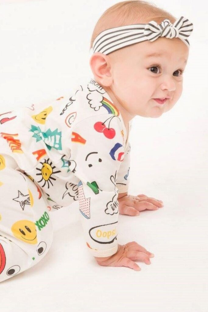 Oh baby! Let's talk onesies, bodysuits, and cute baby outfits that won't break the bank or planet. In other words, let's talk: affordable organic baby clothes. Image by luckypalmtree #affordableorganicbabyclothes #affordableorganicbabyclothing #gotsbabyclothes #sustainableaffordableorganicbabyclothing #sustainablejungle