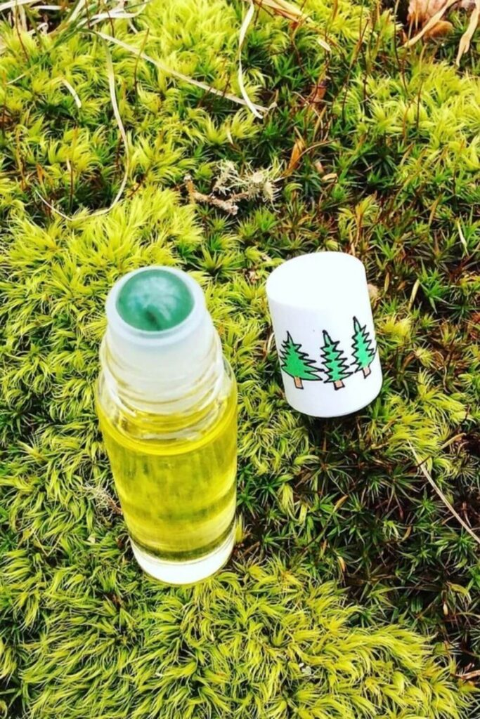 Following our noses, we were able to find non toxic perfume brands that make use of Earth's bounty without spending too much time in the laboratory. Image by Plant Makeup #nontoxicperfume #naturalperfume #sustainablejungle