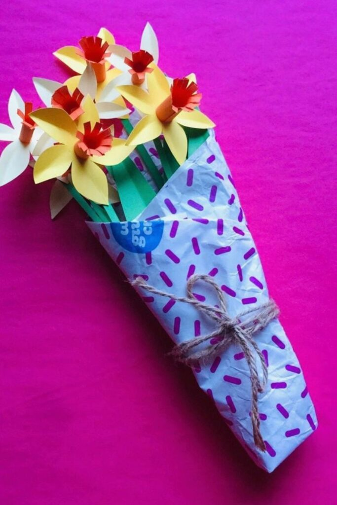 While there are endless possibilities for the creative mind, here are eight zero waste wrapping ideas to surprise your loved one with just a little bit of extra care Image by Who Gives a Crap #zerowastewrapping #sustainablejungle