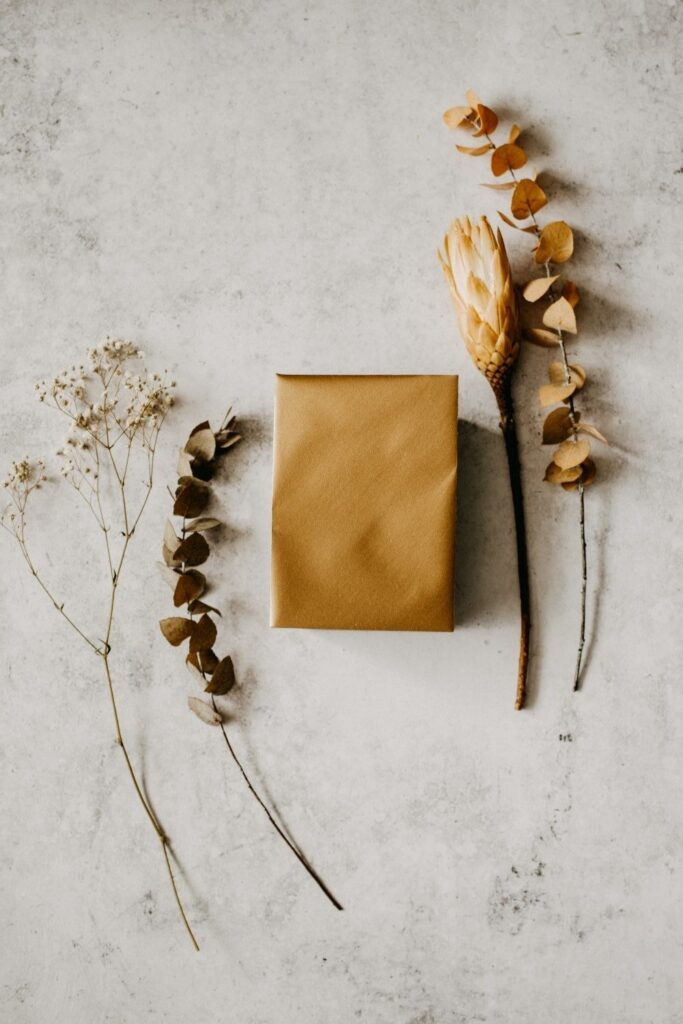 While there are endless possibilities for the creative mind, here are eight zero waste wrapping ideas to surprise your loved one with just a little bit of extra care Photo by Annie Spratt on Unsplash #zerowastewrapping #sustainablejungle