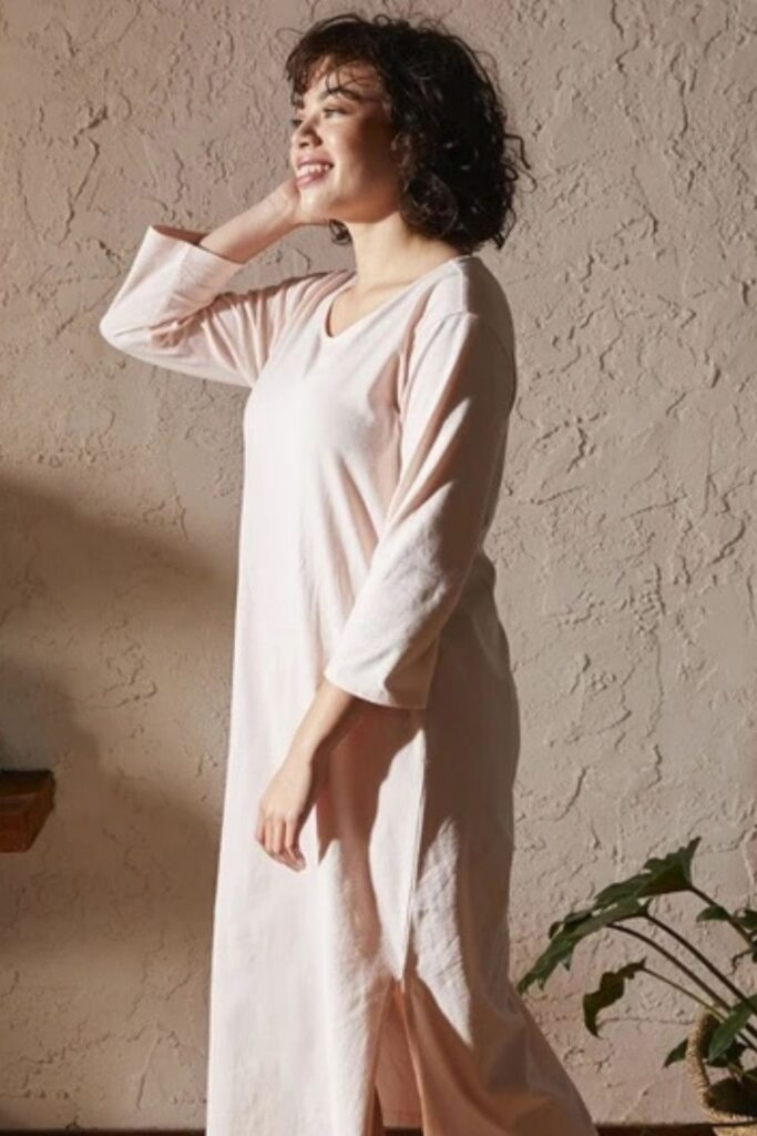 Snuggle in, because we're about to tell you a bedtime story about some magical organic cotton pajamas. Once upon a time, there was a brand called... Image by Coyuchi #organiccottonpajamas #mensorganiccottonpajamas #womensorganiccottonpajamas #babyorganiccottonpajamas #girlsorganiccottonpajamas #organiccottonpajamasboys #sustainablejungle