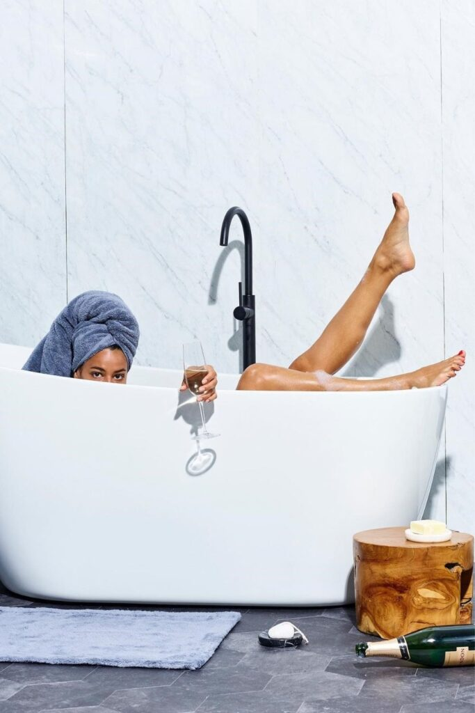 We're taking shower performances to the next level with organic towels and linens from the most sustainable bathroom brands. Image by Snowe #organictowels #organiccottontowels #organiccottonbathtowels #bestorganictowels #sustainablejungle