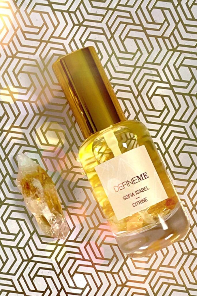 Following our noses, we were able to find non toxic perfume brands that make use of Earth's bounty without spending too much time in the laboratory. Image by Define Me #nontoxicperfume #naturalperfume #sustainablejungle