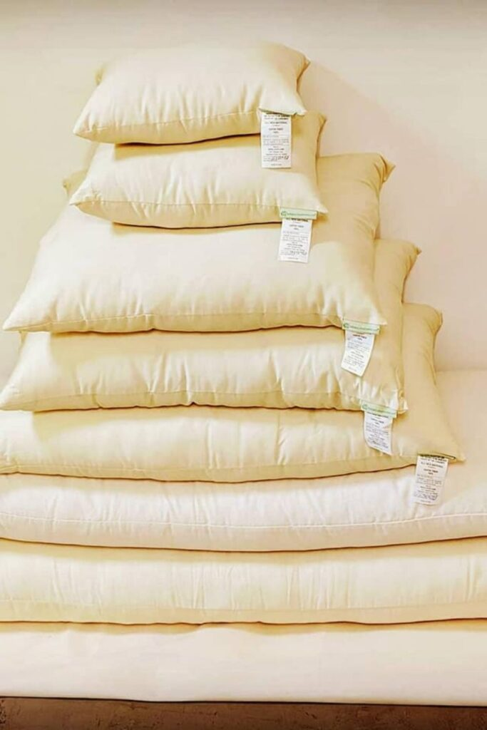 You don't need to start a (pillow) fight, choose organic pillows to give yourself the best sustainable slumber... Image by White Lotus Home #organicpillows #bestorganicpillows #naturalorganicpillows #organiclatexpillows #organicdownpillows