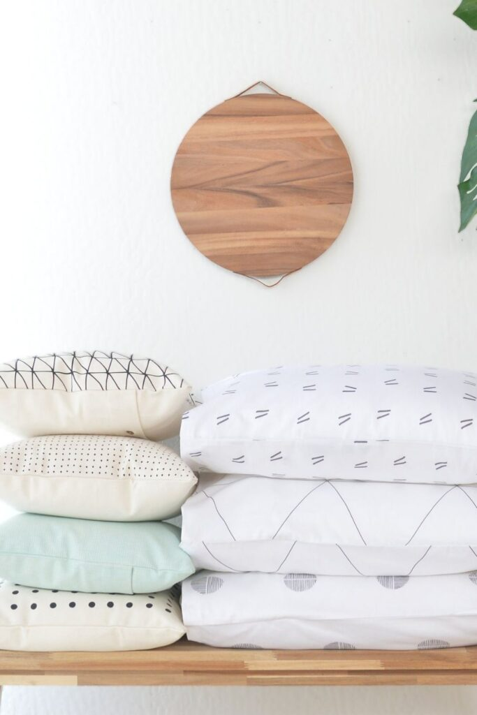 You don't need to start a (pillow) fight, choose organic pillows to give yourself the best sustainable slumber... Image by California Cotton Home #organicpillows #bestorganicpillows #naturalorganicpillows #organiclatexpillows #organicdownpillows