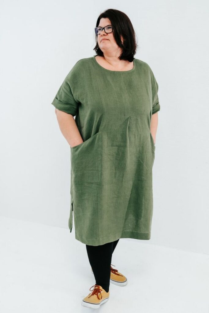 As much as we love linen, we love it even more when users of linen make sure it returns the love to all bodies, big and small. Plus size linen clothing is our focus here! Image by Linenbee #plussizelinenclothing #sustainablejungle