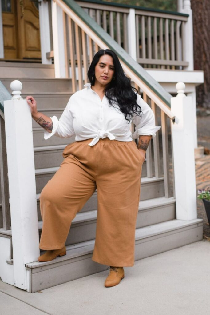 As much as we love linen, we love it even more when users of linen make sure it returns the love to all bodies, big and small. Plus size linen clothing is our focus here! Image by Sotela #plussizelinenclothing #sustainablejungle