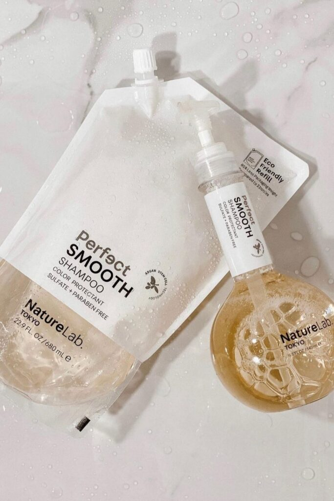 Petrochemicals and water go together like… well… oil and water! Our self-care routines deserve better. So here's our list of the best natural shampoo from organic brands... Image by NatureLab Tokyo #bestnaturalshampoo #bestnaturalorganicshampoo #bestnaturalshampooandconditioner #bestorganicshampoo #bestorganicshampooandconditioner #naturalorganicshampoo #sustainablejungle