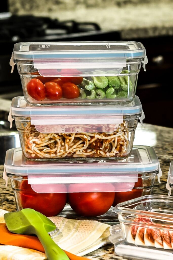 40% of food ends up rotting in the landfill. To avoid adding to that stat, here are our best plastic free food storage containers to suit your food preserving needs. Image by Glasslock #plasticfreefoodstorage #plasticfreefoodstoragecontainers #bestplasticfreefoodstorage #plasticfreeglassfoodstorage #nonplasticfoodstorage #bestnonplasticfoodstorage #nonplasticfoodstoragecontainers