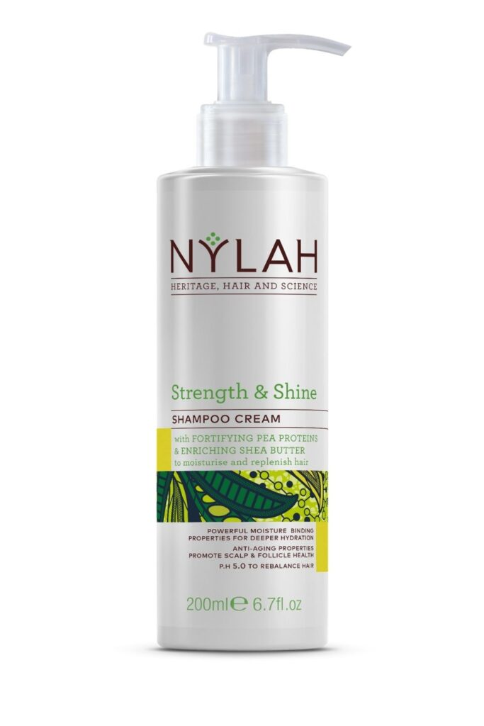 Petrochemicals and water go together like… well… oil and water! Our self-care routines deserve better. So here's our list of the best natural shampoo from organic brands... Image by Nylah #bestnaturalshampoo #bestnaturalorganicshampoo #bestnaturalshampooandconditioner #bestorganicshampoo #bestorganicshampooandconditioner #naturalorganicshampoo #sustainablejungle