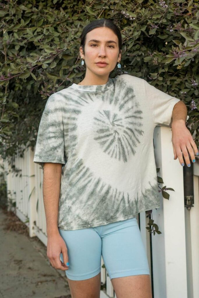 The way hemp grows and what it provides wearers makes hemp fabric a very valued material which is why we're seeing the number of hemp clothing brands grow like, well, hemp! Image by Back Beat Co. #hempclothingbrands #sustainablejungle