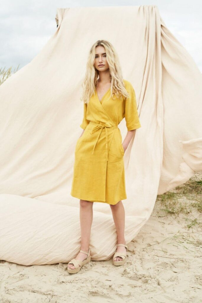 Get in line(n), because we're dishing up the best of the best in linen clothing brands. Our love of linen clothing is largely due to the fact that linen doesn't require a lot to grow. Unlike cotton, it doesn't need a tremendous amount of water, pesticides, herbicides, or time. Image by Linen Handmade Studio #linenclothingbrands #sustainablejungle