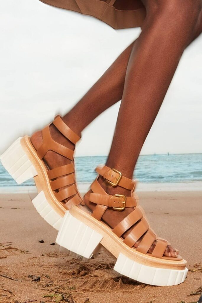 For summer sandals that also have a barely-there impact on animals and the planet, we've rounded up a list of some of our favorite vegan sandals. Image by Stella McCartney #veganshoes #sustainablejungle