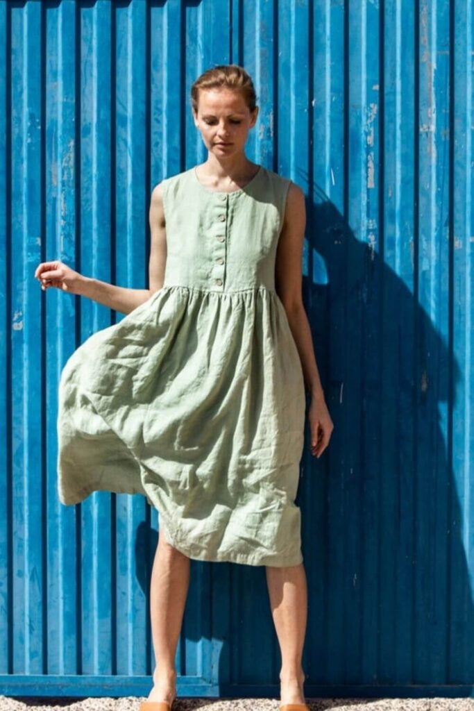 Get in line(n), because we're dishing up the best of the best in linen clothing brands. Our love of linen clothing is largely due to the fact that linen doesn't require a lot to grow. Unlike cotton, it doesn't need a tremendous amount of water, pesticides, herbicides, or time. Image by not PERFECT LINEN #linenclothingbrands #sustainablejungle