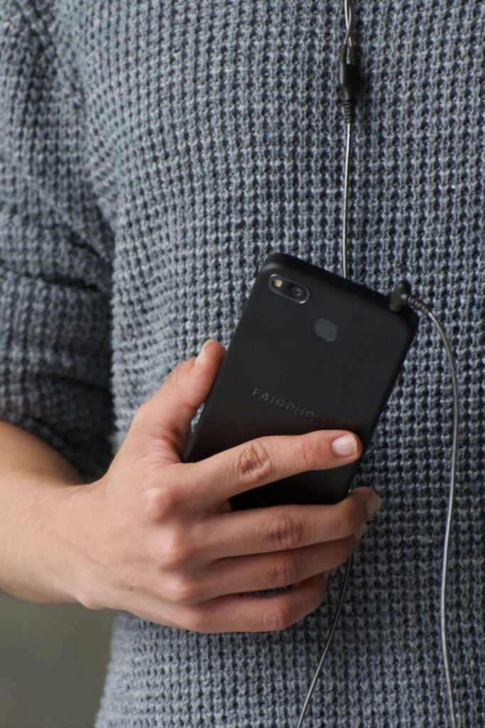 Unlike fashion, finding solutions to the environmental and ethical issues in the technology industry hasn't been as, well, fashionable. So, what can we do as a consumer looking for ethical electronics? Image by Fairphone #ethicalelectronics #ecofriendlyelectronics #sustainablejungle