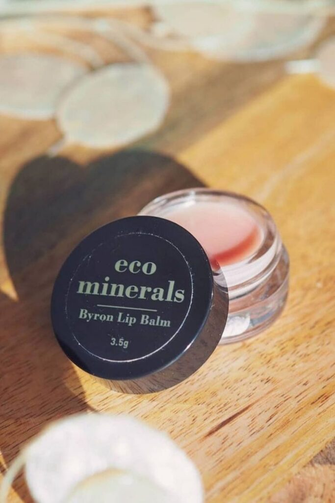 When you're expecting, (almost) everything you consume is scrutinized. It's no wonder that us moms-to-be look for pregnancy safe makeup. Image by Eco Minerals #pregnancysafemakeup #pregnancysafemakeupbrands #safemakeupduringpregnancy #safemakeupbrandsduringpregnancy #safepregnancymakeup