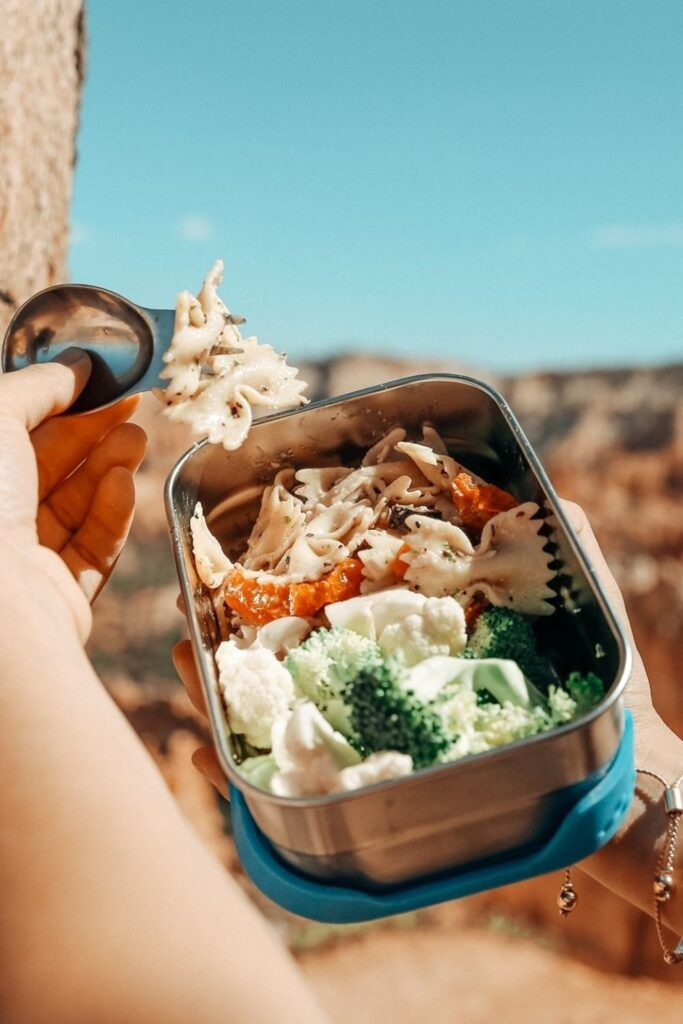 Lunch is served! We have rounded up some of the best eco friendly lunch bags and boxes we could find and are serving them up on a neat little platter just for you. Image by EcoLunchBox #ecofriendlylunchbags #ecofriendlylunchboxes #sustainablejungle