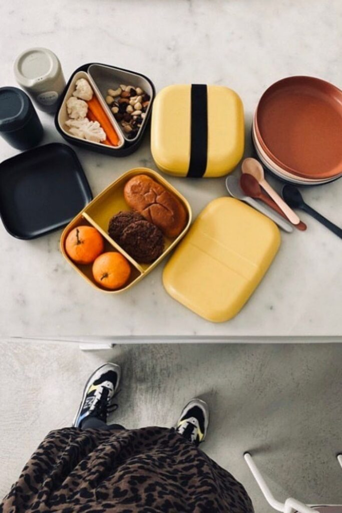 Lunch is served! We have rounded up some of the best eco friendly lunch bags and boxes we could find and are serving them up on a neat little platter just for you. Image by Ekobo #ecofriendlylunchbags #ecofriendlylunchboxes #sustainablejungle