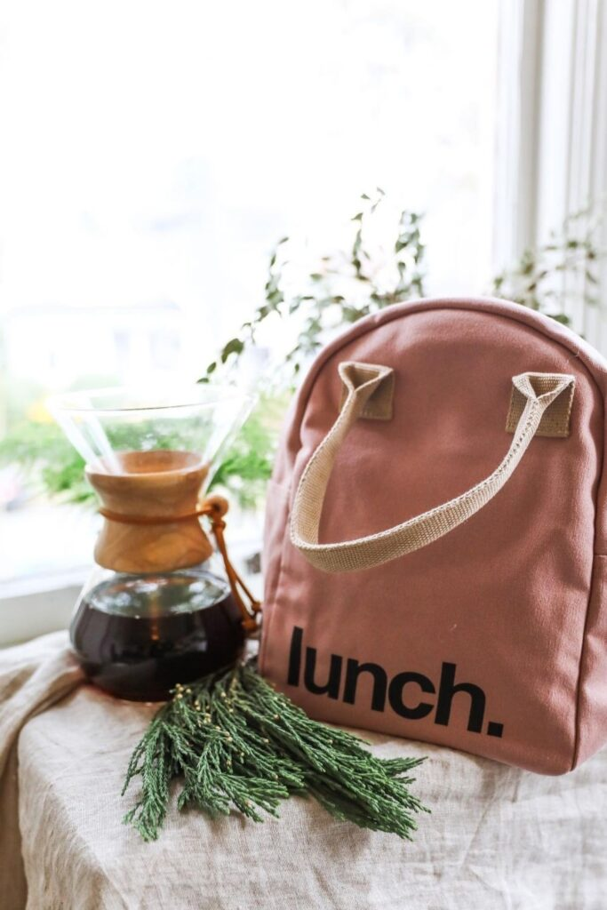 Lunch is served! We have rounded up some of the best eco friendly lunch bags and boxes we could find and are serving them up on a neat little platter just for you. Image by Fluf #ecofriendlylunchbags #ecofriendlylunchboxes #sustainablejungle