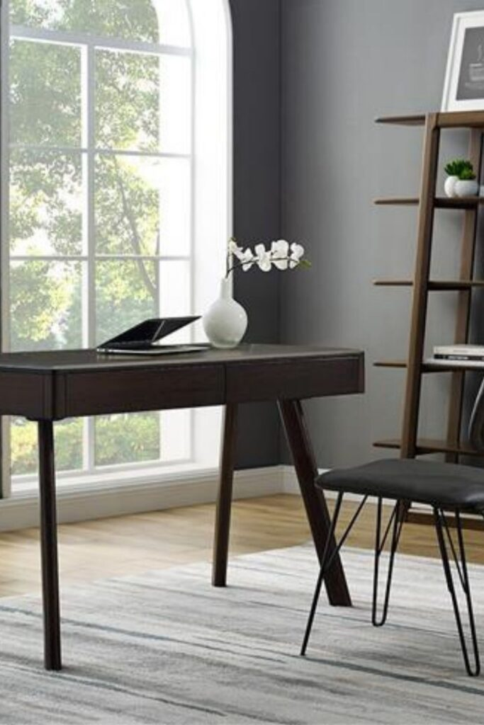 You probably spend more time in your home office than you'd like to, which means more reason to fill it with products that you feel good about and keep you safe. Knowing you're sitting at an eco friendly desk might just make those long hours staring at the computer a little less draining. Image by Greenington #ecofriendlydesks #sustainablejungle