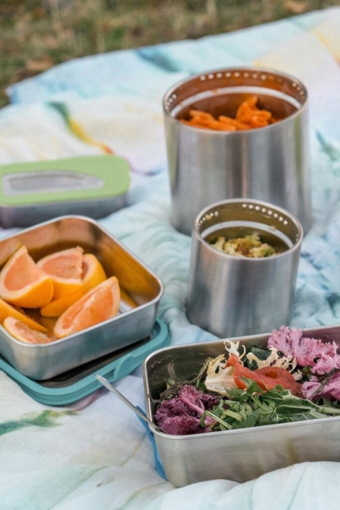 Lunch is served! We have rounded up some of the best eco friendly lunch bags and boxes we could find and are serving them up on a neat little platter just for you. Image by Klean Kanteen #ecofriendlylunchbags #ecofriendlylunchboxes #sustainablejungle