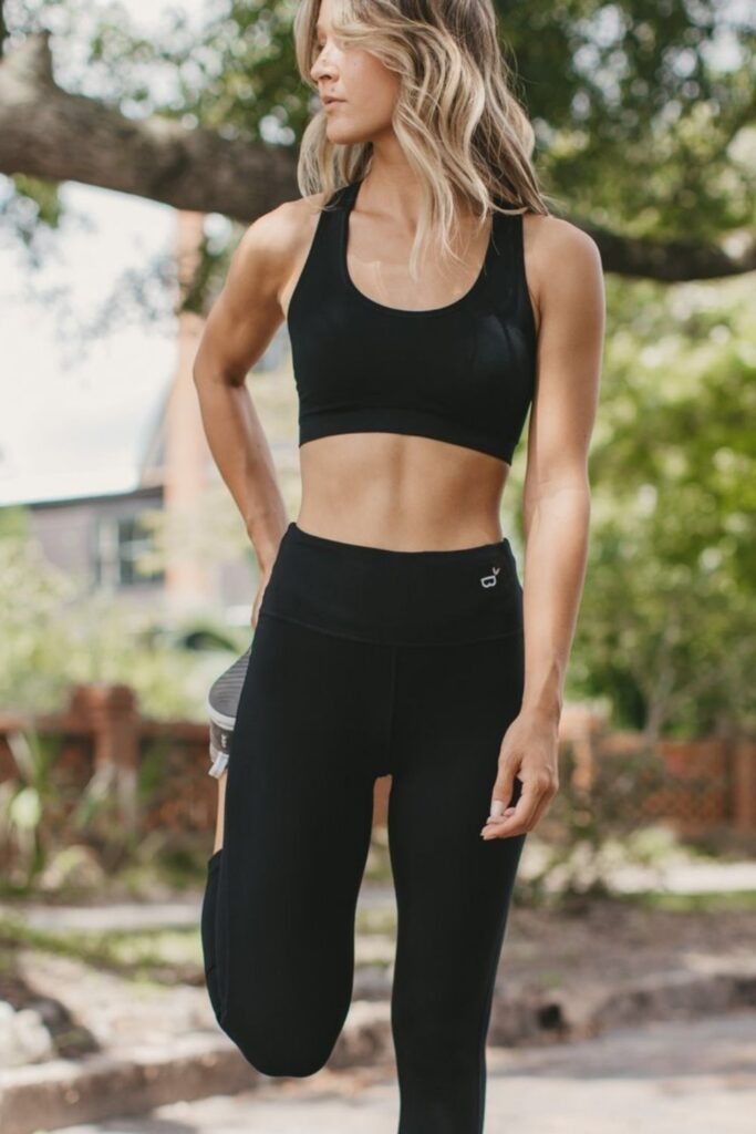 Are you ready to get sweaty and swol with this list of ethical and sustainable activewear?! You can achieve a 5K PR while also learning how to avoid fast fashion… Image by Boody #sustainableactivewear #ethicalactivewear #sustainablejungle